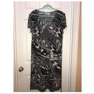 Duo Maternity Dress Black and White XL